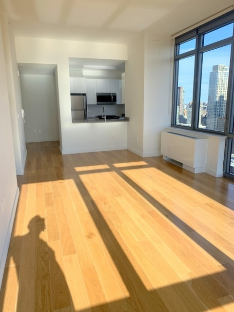 2 Bedrooms, Hell's Kitchen Rental in NYC for $4,774 - Photo 2