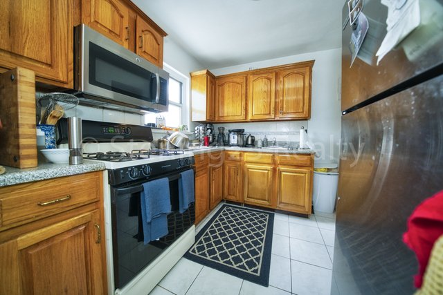 2 Bedrooms, Steinway Rental in NYC for $2,500 - Photo 1