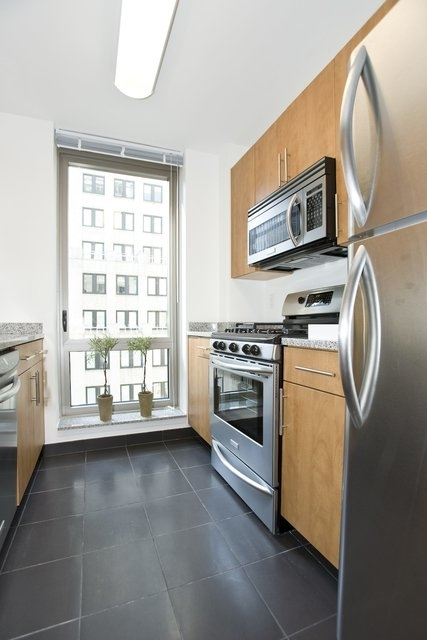 2 Bedrooms, Financial District Rental in NYC for $5,125 - Photo 2