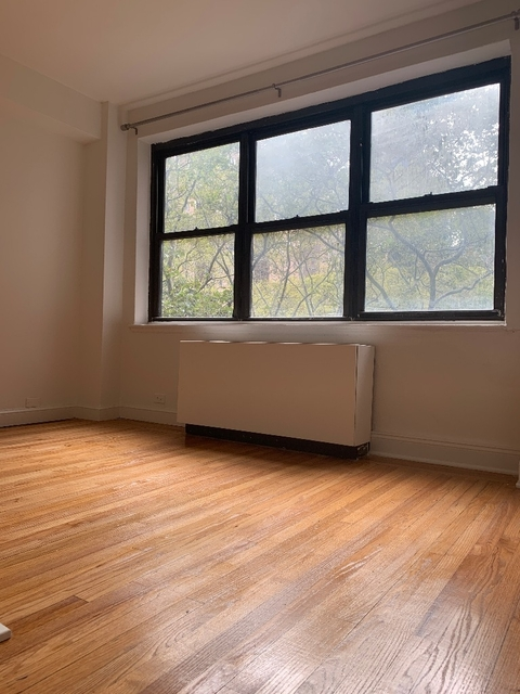 2 Bedrooms, Tudor City Rental in NYC for $4,200 - Photo 2