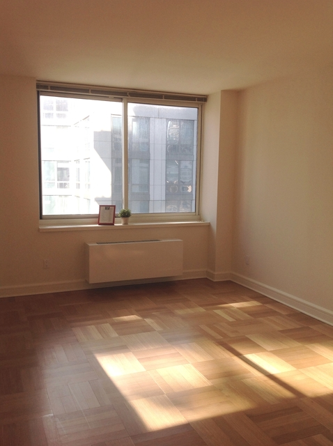 Studio, Lincoln Square Rental in NYC for $3,105 - Photo 2