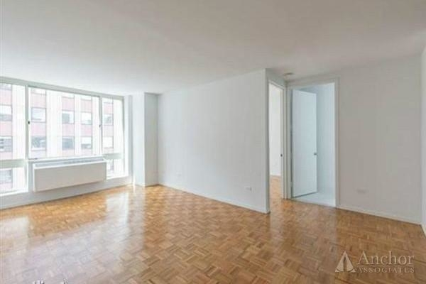 2 Bedrooms, Upper East Side Rental in NYC for $6,591 - Photo 2