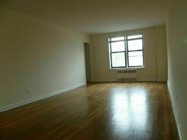 2 Bedrooms, Forest Hills Rental in NYC for $2,392 - Photo 2