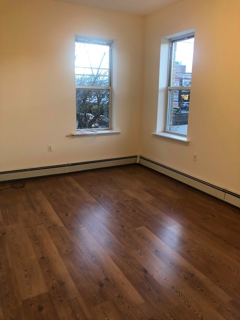 3 Bedrooms, Steinway Rental in NYC for $2,650 - Photo 2