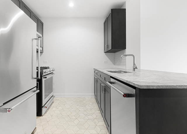 2 Bedrooms, Lincoln Square Rental in NYC for $6,971 - Photo 2