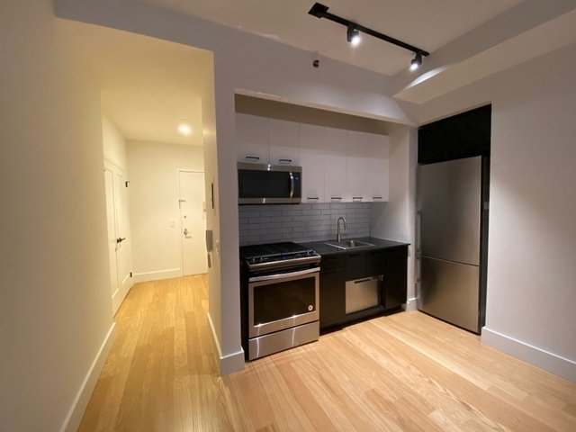 Studio, Financial District Rental in NYC for $2,901 - Photo 2