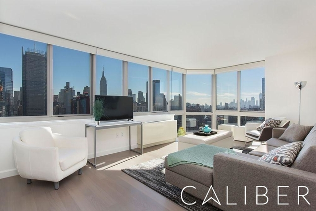 3 Bedrooms, Hell's Kitchen Rental in NYC for $5,674 - Photo 1