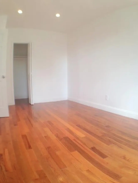 2 Bedrooms, Hell's Kitchen Rental in NYC for $2,950 - Photo 2