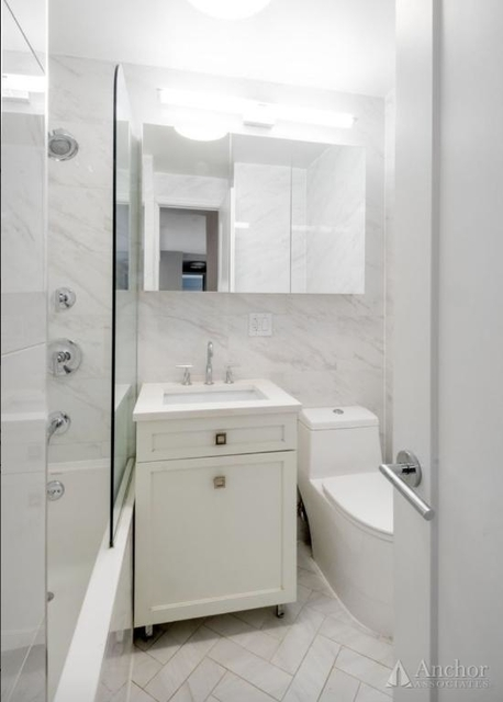 3 Bedrooms, Yorkville Rental in NYC for $7,131 - Photo 2