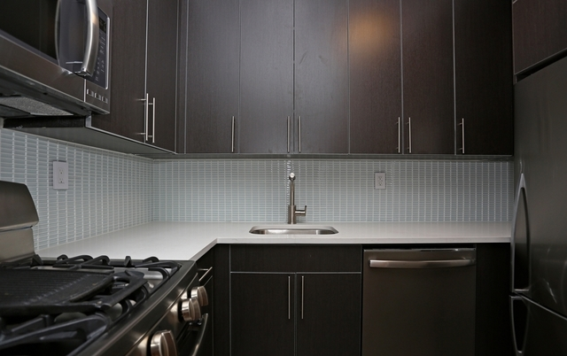 Studio, Hell's Kitchen Rental in NYC for $3,175 - Photo 2