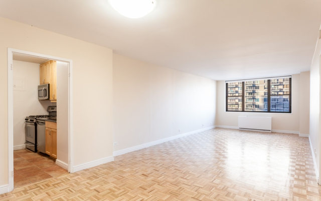 3 Bedrooms, Yorkville Rental in NYC for $6,969 - Photo 2