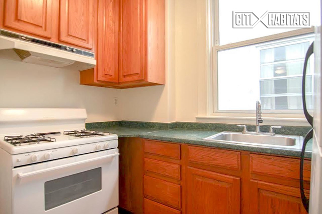 3 Bedrooms, Steinway Rental in NYC for $2,450 - Photo 2