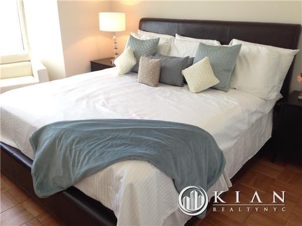 3 Bedrooms, Chelsea Rental in NYC for $10,800 - Photo 2