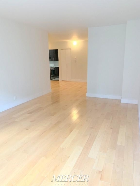 2 Bedrooms, Hell's Kitchen Rental in NYC for $5,400 - Photo 2