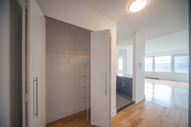 1 Bedroom, Financial District Rental in NYC for $4,223 - Photo 2