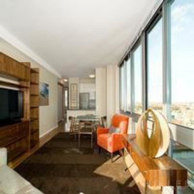 1 Bedroom, Hunters Point Rental in NYC for $2,985 - Photo 2