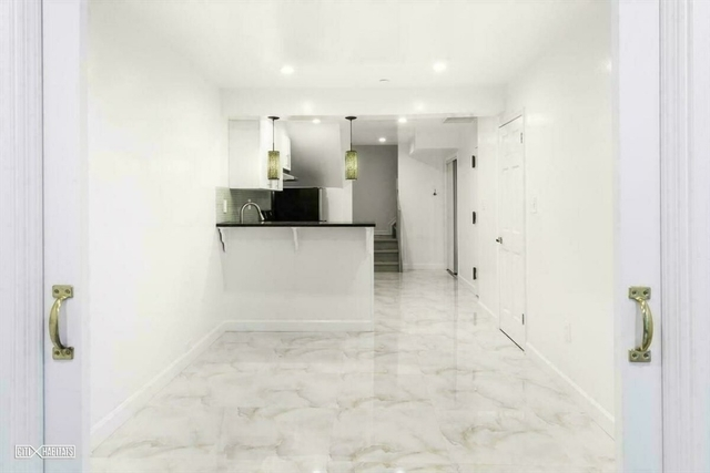 2 Bedrooms, Greenpoint Rental in NYC for $3,499 - Photo 2