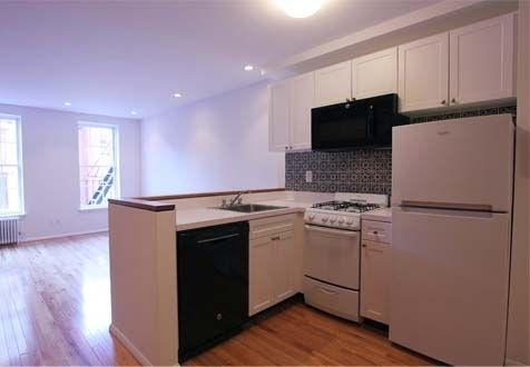 1 Bedroom, Yorkville Rental in NYC for $2,430 - Photo 2