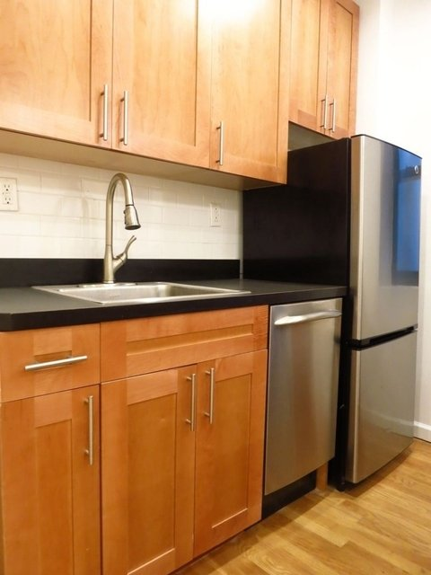 2 Bedrooms, Upper East Side Rental in NYC for $2,875 - Photo 2