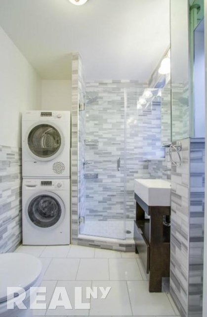 3 Bedrooms, Alphabet City Rental in NYC for $5,164 - Photo 2