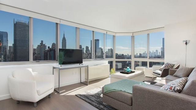 3 Bedrooms, Hell's Kitchen Rental in NYC for $6,100 - Photo 1