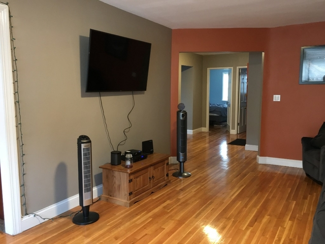 2 Bedrooms, Woodside Rental in NYC for $2,750 - Photo 2