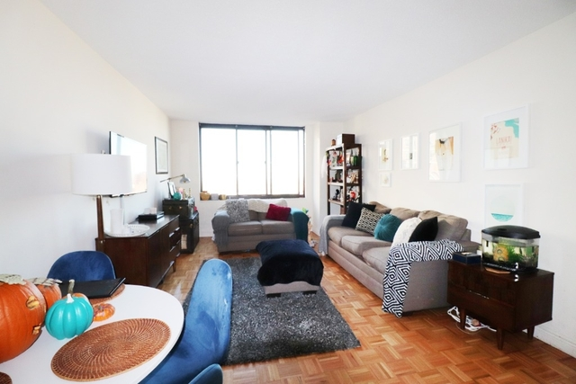 2 Bedrooms, Yorkville Rental in NYC for $4,434 - Photo 2