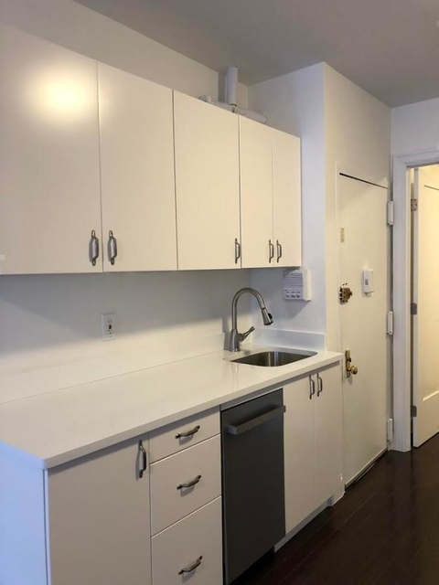 1 Bedroom, Carnegie Hill Rental in NYC for $2,100 - Photo 2