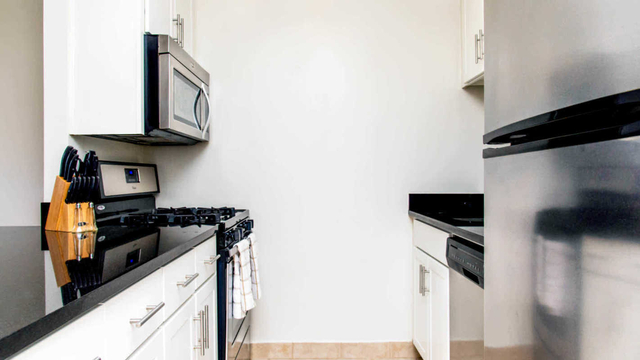 2 Bedrooms, Manhattan Valley Rental in NYC for $6,231 - Photo 2
