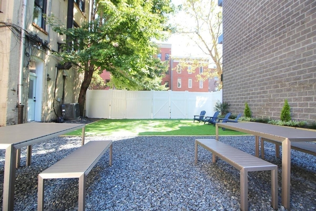 2 Bedrooms, Greenpoint Rental in NYC for $3,255 - Photo 1