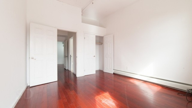 2 Bedrooms, Greenpoint Rental in NYC for $2,975 - Photo 1