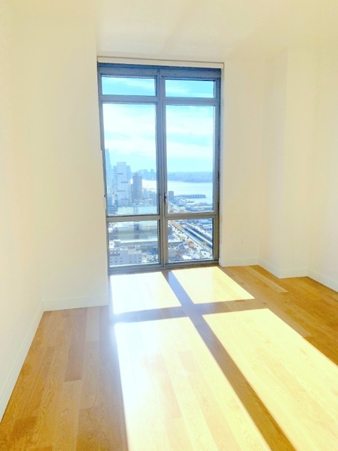 2 Bedrooms, Hell's Kitchen Rental in NYC for $6,500 - Photo 2