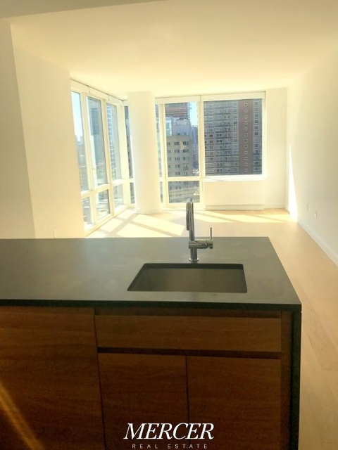2 Bedrooms, Hell's Kitchen Rental in NYC for $5,975 - Photo 1