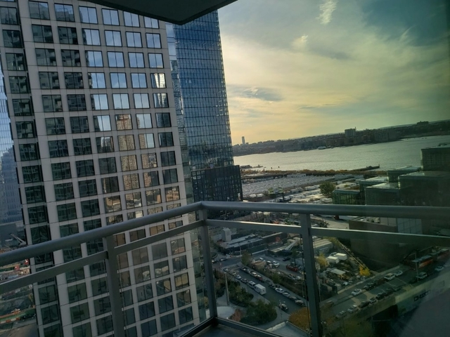 Studio, Hell's Kitchen Rental in NYC for $3,000 - Photo 2