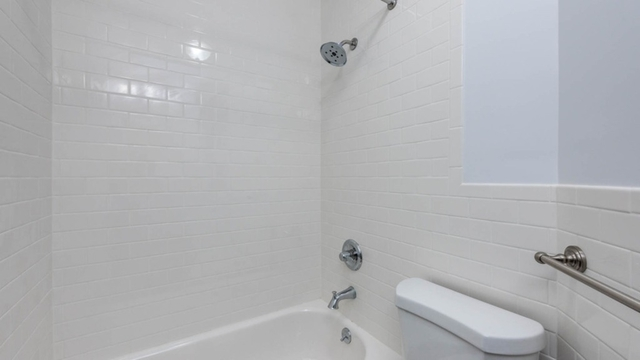 3 Bedrooms, Crown Heights Rental in NYC for $3,166 - Photo 2