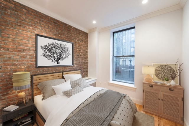3 Bedrooms, Hell's Kitchen Rental in NYC for $4,880 - Photo 2