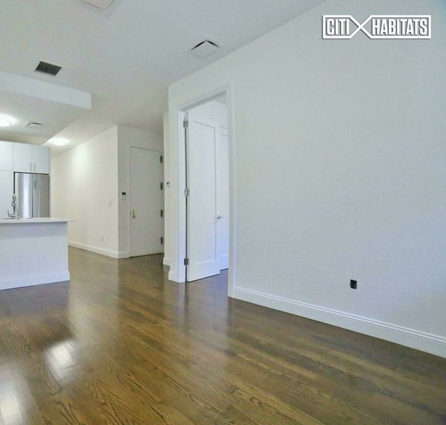 3 Bedrooms, Lenox Hill Rental in NYC for $5,200 - Photo 2