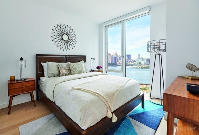 2 Bedrooms, Astoria Rental in NYC for $3,800 - Photo 2