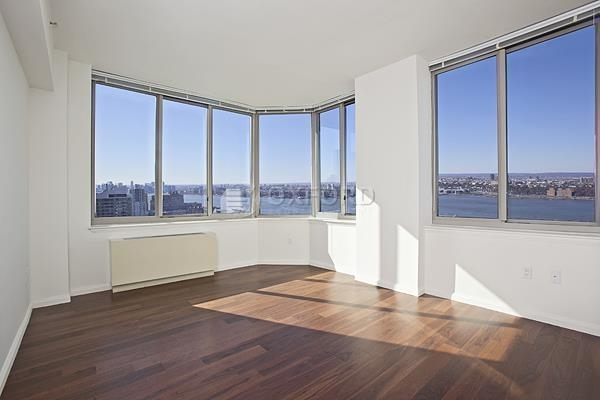 4 Bedrooms, Hell's Kitchen Rental in NYC for $5,500 - Photo 2