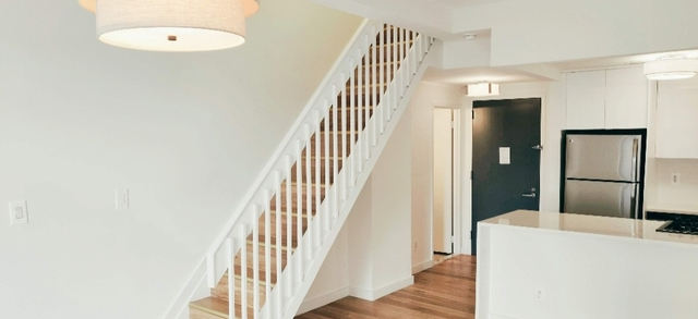 2 Bedrooms, NoHo Rental in NYC for $7,300 - Photo 2