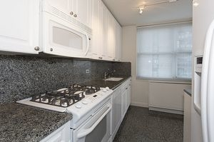 3 Bedrooms, Yorkville Rental in NYC for $6,495 - Photo 2