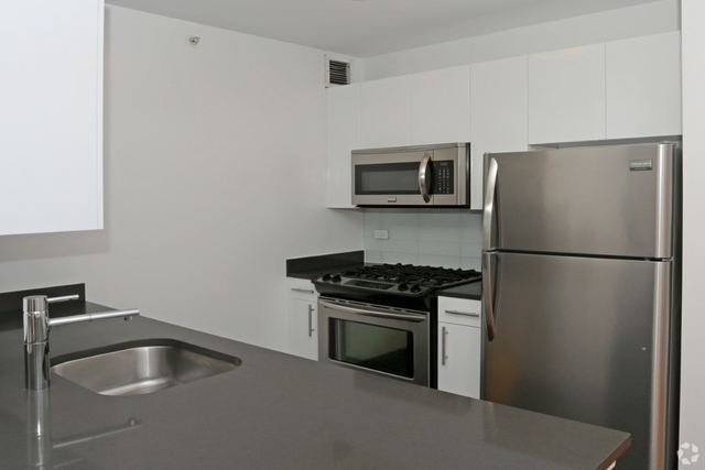 Studio, Hunters Point Rental in NYC for $2,398 - Photo 2