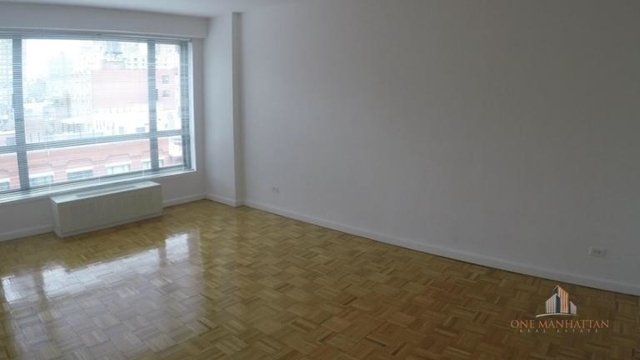 3 Bedrooms, Yorkville Rental in NYC for $5,900 - Photo 2