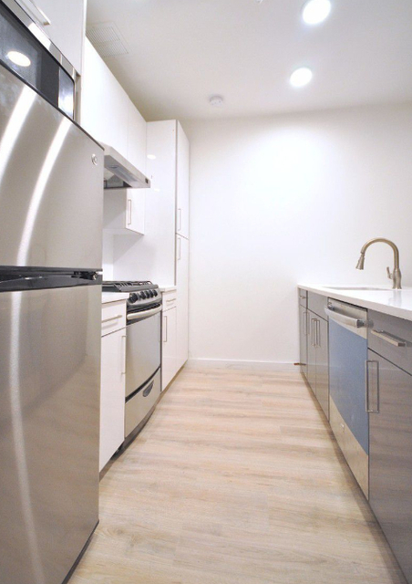 3 Bedrooms, Theater District Rental in NYC for $4,578 - Photo 2