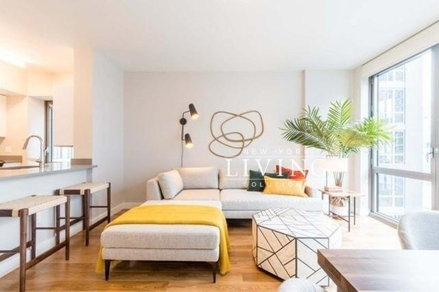3 Bedrooms, Hell's Kitchen Rental in NYC for $8,568 - Photo 2