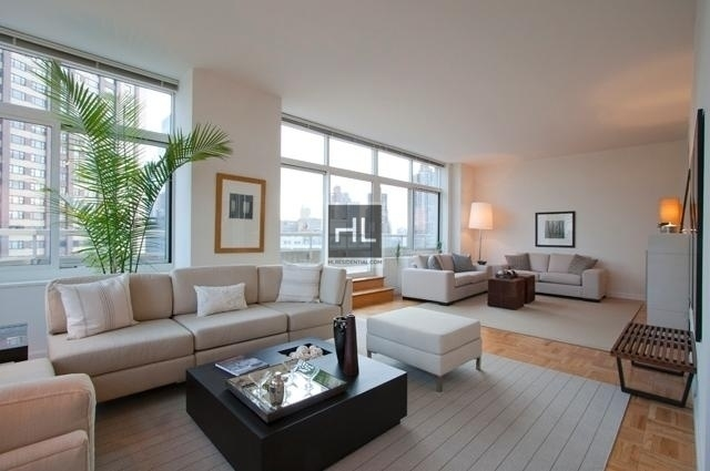 3 Bedrooms, Lincoln Square Rental in NYC for $12,700 - Photo 2