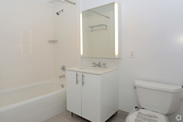 Studio, Hunters Point Rental in NYC for $2,456 - Photo 2