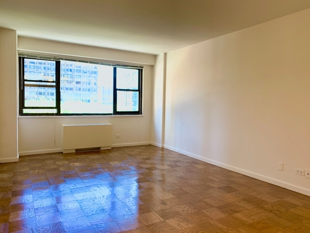 Studio, Hell's Kitchen Rental in NYC for $2,475 - Photo 1