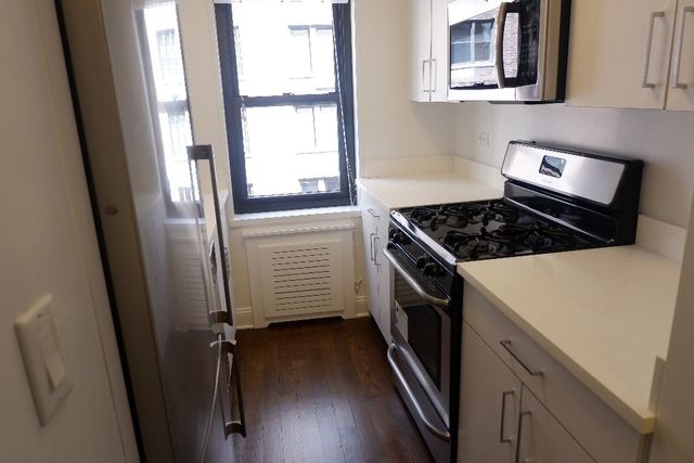 2 Bedrooms, Sutton Place Rental in NYC for $5,100 - Photo 2