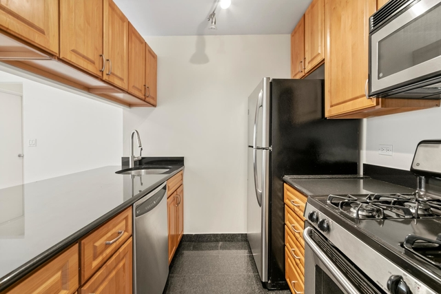 2 Bedrooms, Battery Park City Rental in NYC for $4,500 - Photo 2